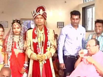 demonetisation effect couple in surat ties knot at a marriage
