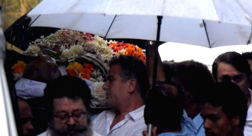 Shashi Kapoor last rites: Wrapped in tricolor for final journey, 3 gun salute