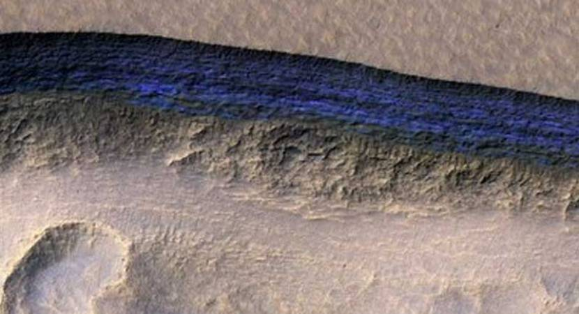Thick layer of water ice found below the surface of Mars