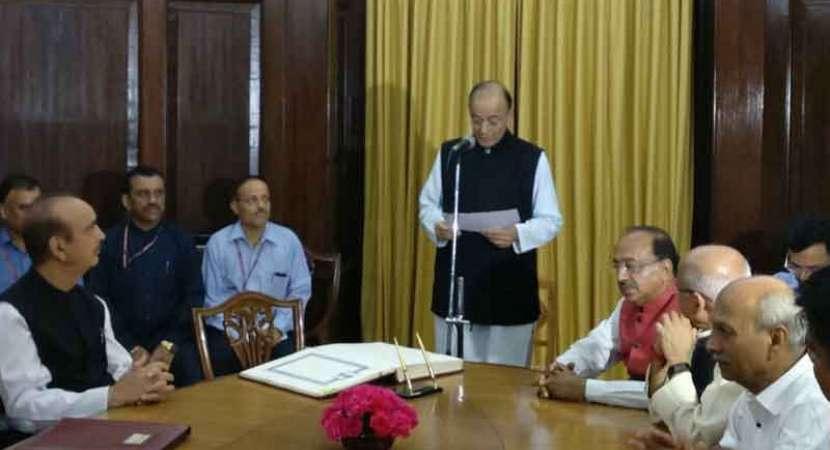 Arun Jaitley takes oath for Rajya Sabha term