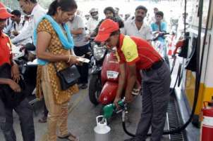 Petrol prices shoot up to Rs 80 per litre in Mumbai