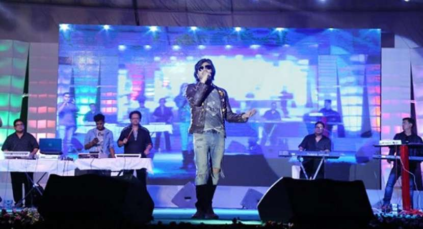 Himesh Reshammiya performs at PDM University cultural fest