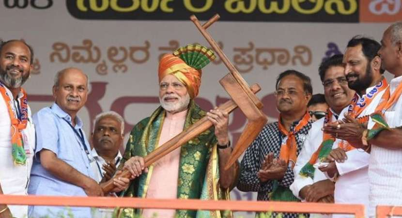 Modi, Rahul trade charges in high voltage Karnataka campaign