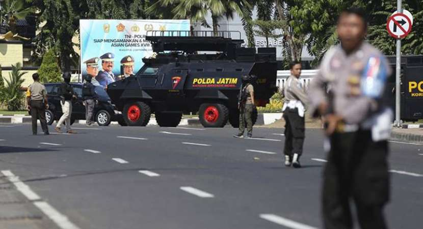 Suicide attack at Indonesia Police headquarters