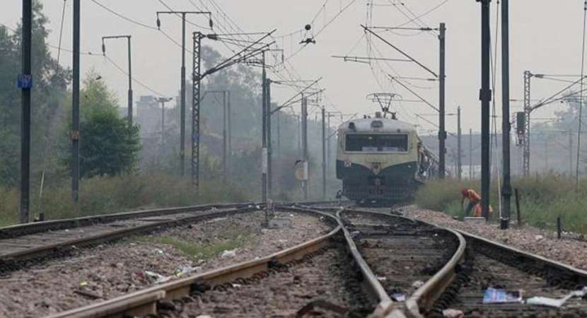 Four hit by train at Borivali while crossing tracks