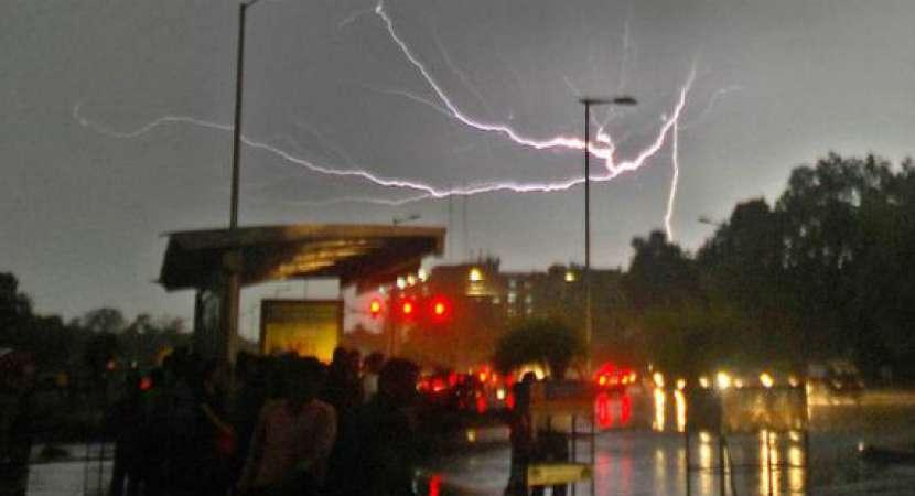 Massive thunderstorm warning in Delhi