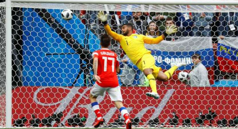 Russia overwhelm Saudis in FIFA World Cup opener