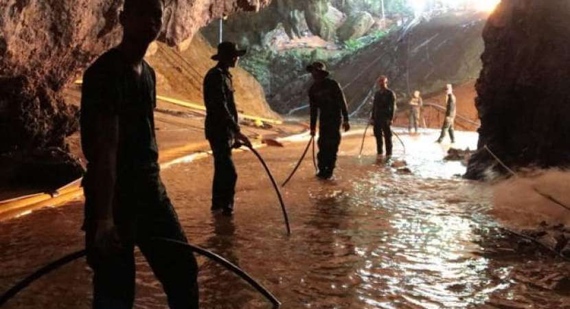 Mission to rescue boys from Thai cave underway