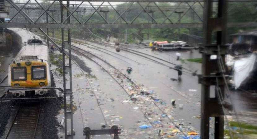Non-stop rains batter Mumbai for fourth day, road and train traffic hit