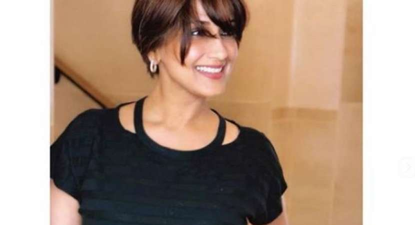 """""""Each day comes with its own challenges and victories and so for now, I'm taking this #OneDayAtATime"""", says Sonali Bendre"""