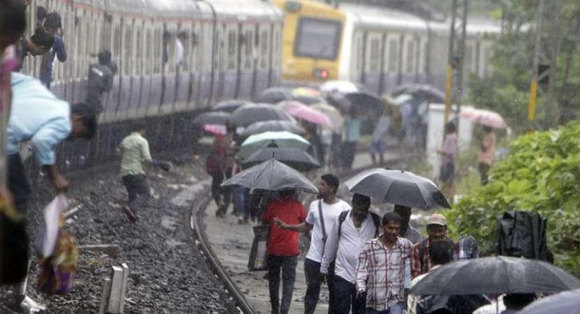 Mumbai Rains: 2000 stranded rail passengers rescued as roads remain water logged