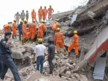 G.Noida building crash toll rises to 9; many still trapped