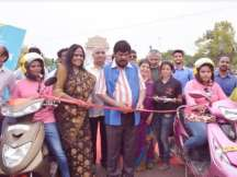 Union Minister Ramdas Athawale lauds Bikxie for providing 100 E-bikes to women