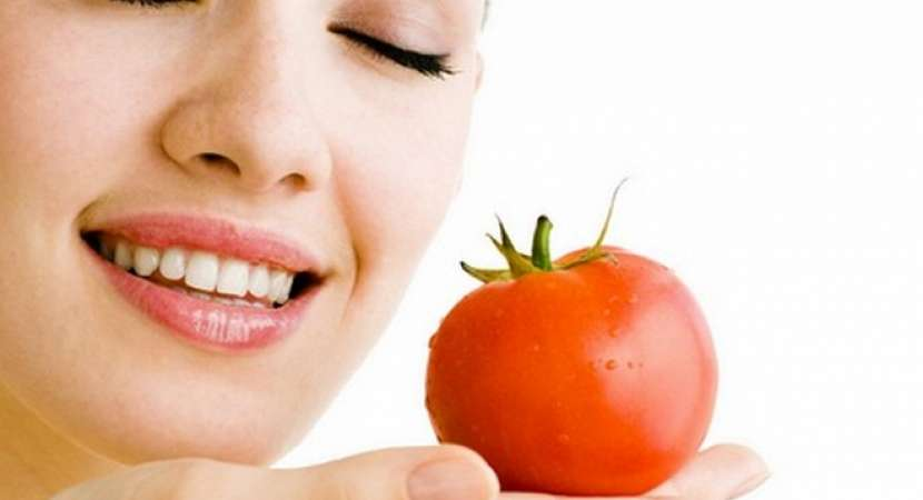 Tomatoes are rich in Vitamin C and lycopene which acts as antioxidant and has antibacterial and antifungal properties.