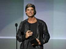 Avicii awarded posthumously at MTV VMAs