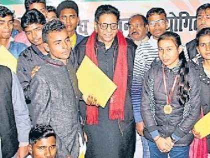 Aspiring Students From Bihar Felicitated For Writing Excellent  Aspiring Students From Bihar Felicitated For Writing Excellent Essays On  Atalji